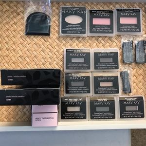 NWT! Mary Kay Make Up Collection!